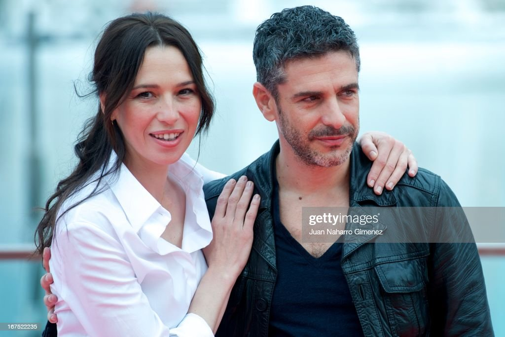 Spanish actress Ariadna Gil (L) and Argentinian actor Leonardo Sbaraglia attend 'Sola Contigo' photocall during 16 Malaga Film Festival at Port on April 26, 2013 in Malaga, Spain.