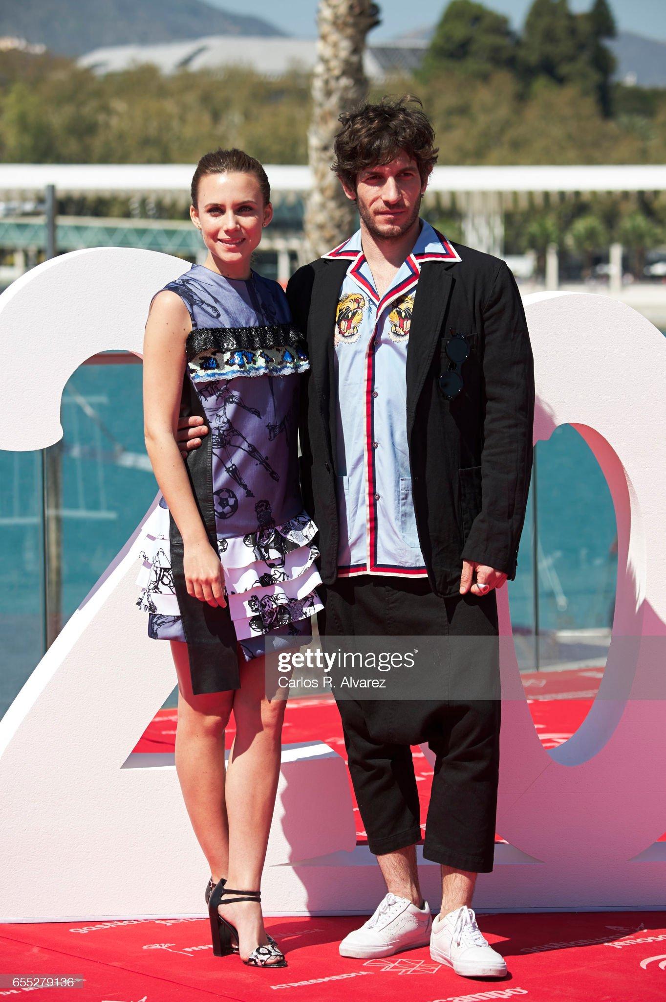 ¿Cuánto mide Aura Garrido? - Altura - Real Height Spanish-actress-aura-garrido-and-actor-quim-gutierrez-attend-la-y-la-picture-id655279136?s=2048x2048