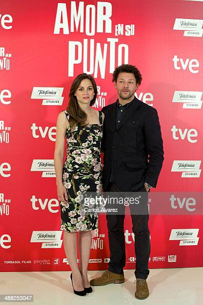 Spanish actress Leonor Watling and British actor Richard Coyle attend the 'The Food Guide to Love' photocall at the Kitchen Club on May 5 2014 in...
