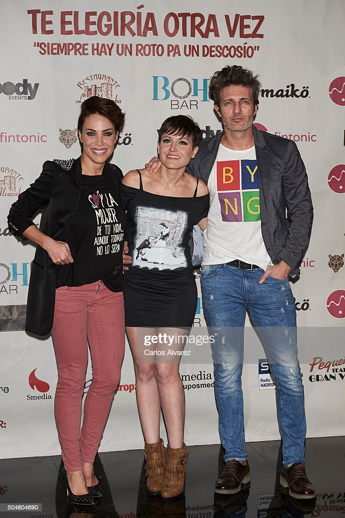 Spanish actress Nerea Garmendia (L), Sara Escudero (C) and actor Jesus Olmedo (R) attend 'Te Eligiria Otra Vez' premiere at the Pequeno Teatro Gran Via on January 13, 2016 in Madrid, Spain.