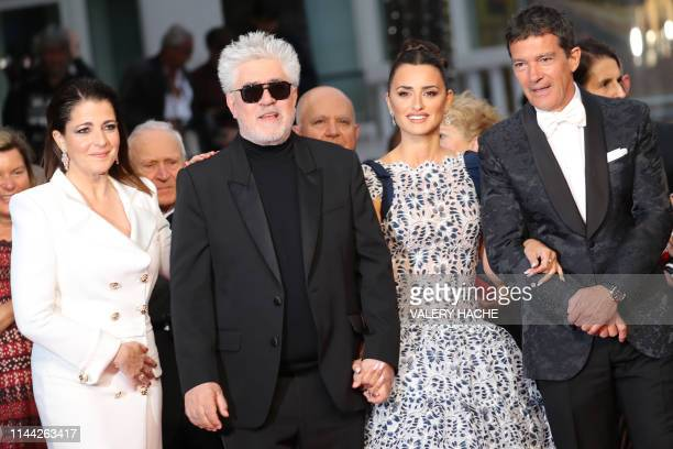 TOPSHOT Spanish actress Nora Navas Spanish film director Pedro Almodovar Spanish actress Penelope Cruz and Spanish actor Antonio Banderas arrive for...