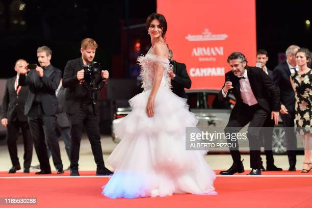 Spanish actress Penelope Cruz poses as she arrives along with Argentinian actor Leonardo Sbaraglia for the screening of the film Wasp Network on...