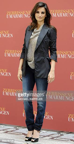 """Spanish actress Penelope Cruz poses for photographs as she arrives for the premiere of her latest film """"Broken Embraces"""" in Berlin on August 3, 2009...."""