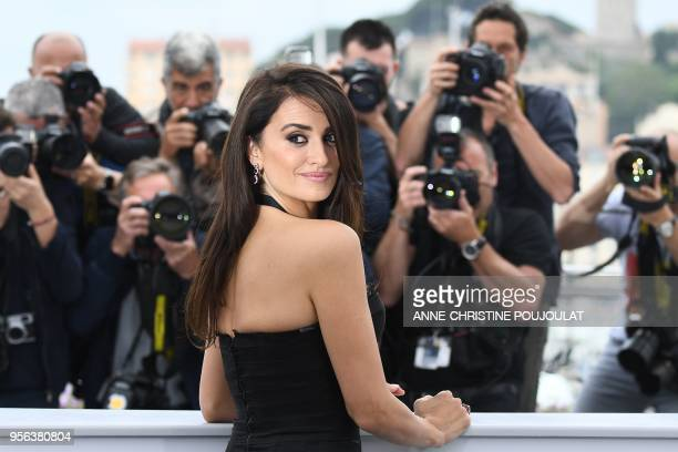 """Spanish actress Penelope Cruz poses on May 9, 2018 during a photocall for the film """"Todos Lo Saben """" at the 71st edition of the Cannes Film Festival..."""
