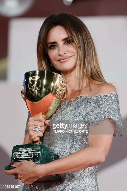 """Spanish actress Penelope Cruz poses with the Coppa Volpi she received for Best Actress in """"Madres Paralelas"""" during the Winners' Photocall following..."""