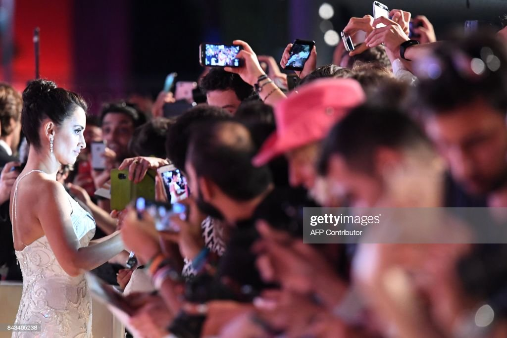 TOPSHOT - Spanish actress Penelope Cruz signs autographs before the premiere of the movie 'Loving Pablo' presented out of competition at the 74th Venice Film Festival on September 6, 2017 at Venice Lido. /