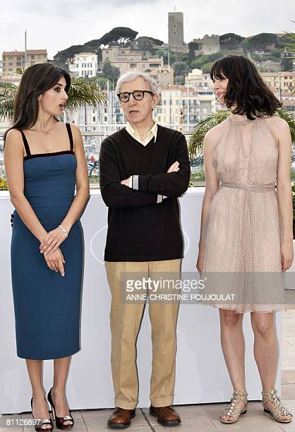 Spanish actress Penelope Cruz US director Woody Allen and British actress Rebecca Hall pose during a photocall for their film 'Vicky Cristina...