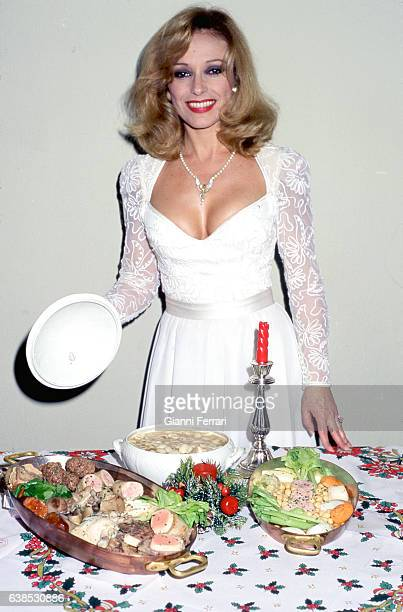 Spanish actress Silvia Tortosa with its Christmas dish 2nd December 1996 Madrid Spain