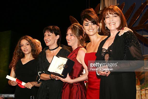 Spanish actresses Yohana Cobo Blanca Portillo Lola Duenas Penelope Cruz and Carmen Maura pose with the Best Performance By An Actress Award for...