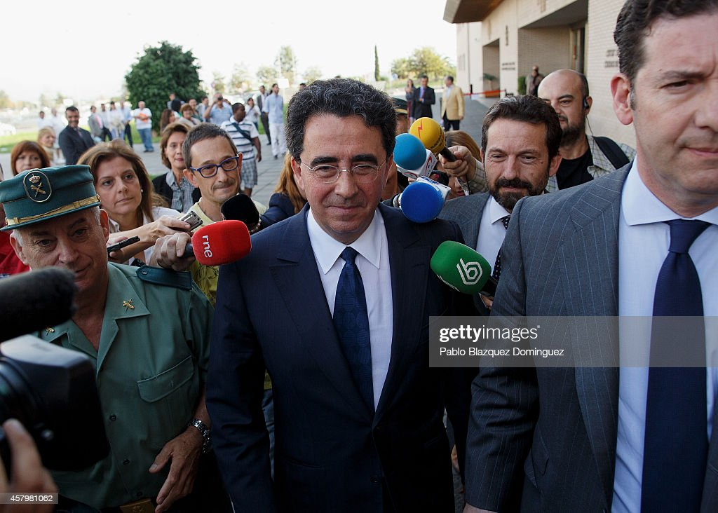 Spanish architect Santiago Calatrava (C) leaves Castellon dela Plana Court after giving evidence as a suspect over alleged unregulated payments on October 28, 2014 in Castellon de la Plana, Spain. Calatrava received 2.7 million euros from a public contract with Valencia Government to design a Convention Centre in Castellon, Valencia province, although the building was never built due to the economic crisis. Calatrava is an award winning architect who designed many emblematic buildings and bridges around the world, especially in Valencia, his home region.