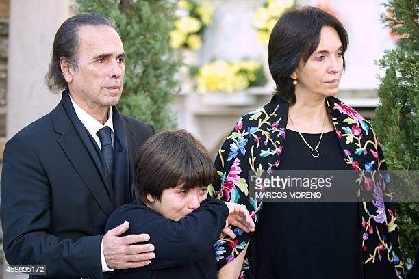 Spanish artist and brother of Paco de Lucia Pepe de Lucia stands behind his nephew Diego and his brother's widow Mexican Gabriela Canseco during the...