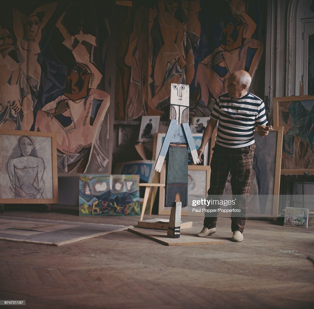 Pablo Picasso At Work : News Photo