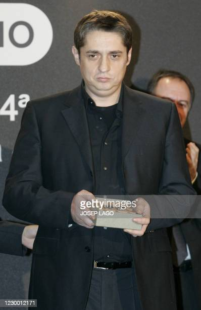 Spanish author Francisco Casavella holds the Nadal literature award in Barcelona, 06 January 2007. AFP PHOTO/Josep LAGO