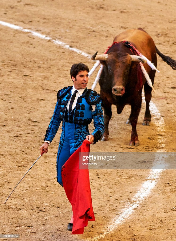 Spanish bullfighter Cayetano Rivera Ordonez performs with a Maria Loreto Charro Santos ranch fighting bull during the bullfighting as part of the La Peregrina Festival at Plaza de Pontevedra bullringon August 12, 2017 in Pontevedra, Spain.