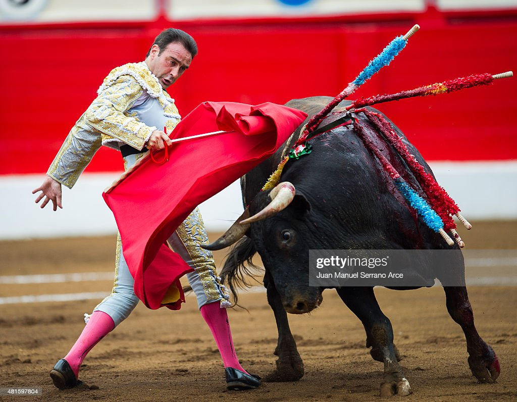 Spanish bullfighter Enrique Ponce performs during a bullfighting as part of the Feria Santiago in a bullfight on July 22, 2015 in Santander, Spain.