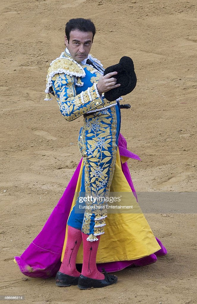 Spanish bullfighter Enrique Ponce performs during a bullfighting to pay homage to his 25 years at bullfighting at Las Fallas Festival on March 16, 2015 in Valencia, Spain.