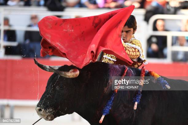 Spanish bullfighter Miguel Angel Perera perfoms a pass to a Spanish Jandilla bull during the Feria du Riz on April 1 2018 in Arles southern France /...