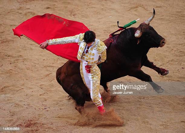 Spanish bullfighter Morenito de Aranda performs with a Cebada Gago's ranch fighting bull on the third day of the San Fermin runningofthebulls on July...