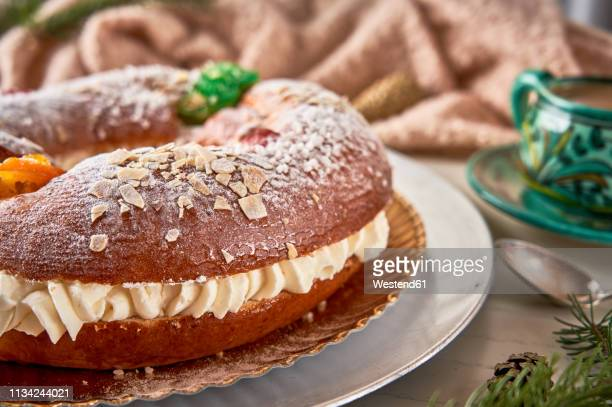 spanish christmas cake - roscon de reyes stock pictures, royalty-free photos & images