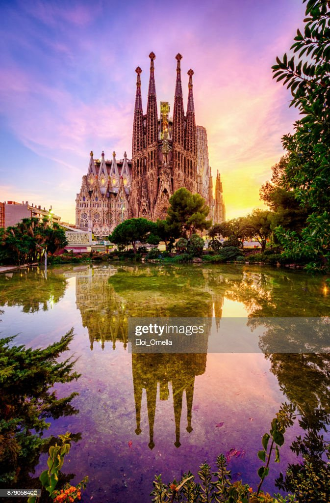 Spanish Cities Barcelona la Sagrada familia sunset clouds blue hour flare : Foto stock