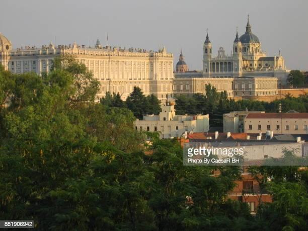 spanish cities - madrid - a tourist's view - skyline - catedral de la almudena fotografías e imágenes de stock