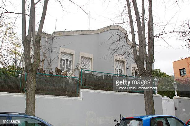 Spanish Civil Guard officers register Mario Conde's house on April 11 2016 in Madrid Spain Former Chairman of Banesto Mario Conde has been arrested...