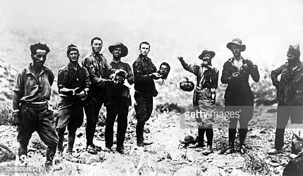 Spanish civil war. Soldaten are posinf for the camera with the chopped-off heads from their enemies. Spain. Photograph. Around 1936.