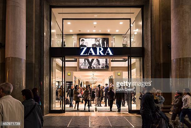 EIXAMPLE BARCELONA CATALONIA SPAIN Spanish clothing store retailer Zara is packed with shoppers