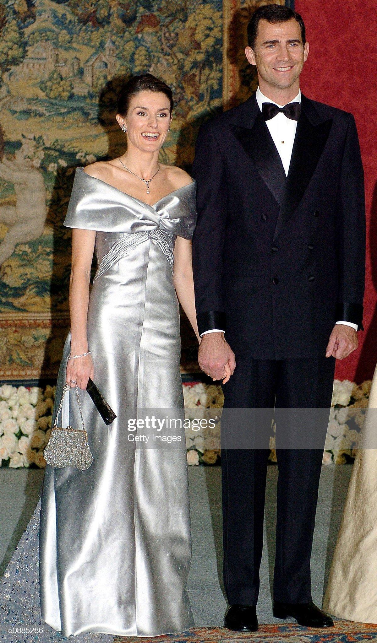 Вечерние наряды Королевы Летиции Gala Dinner at El Pardo Royal Palace In Preparation Spanish Wedding : News Photo