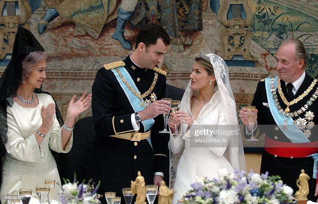 SPAIN-ROYAL-FELIPE-LETIZIA-JUAN CARLOS-SOFIA-RECEPTION-WEDING : News Photo