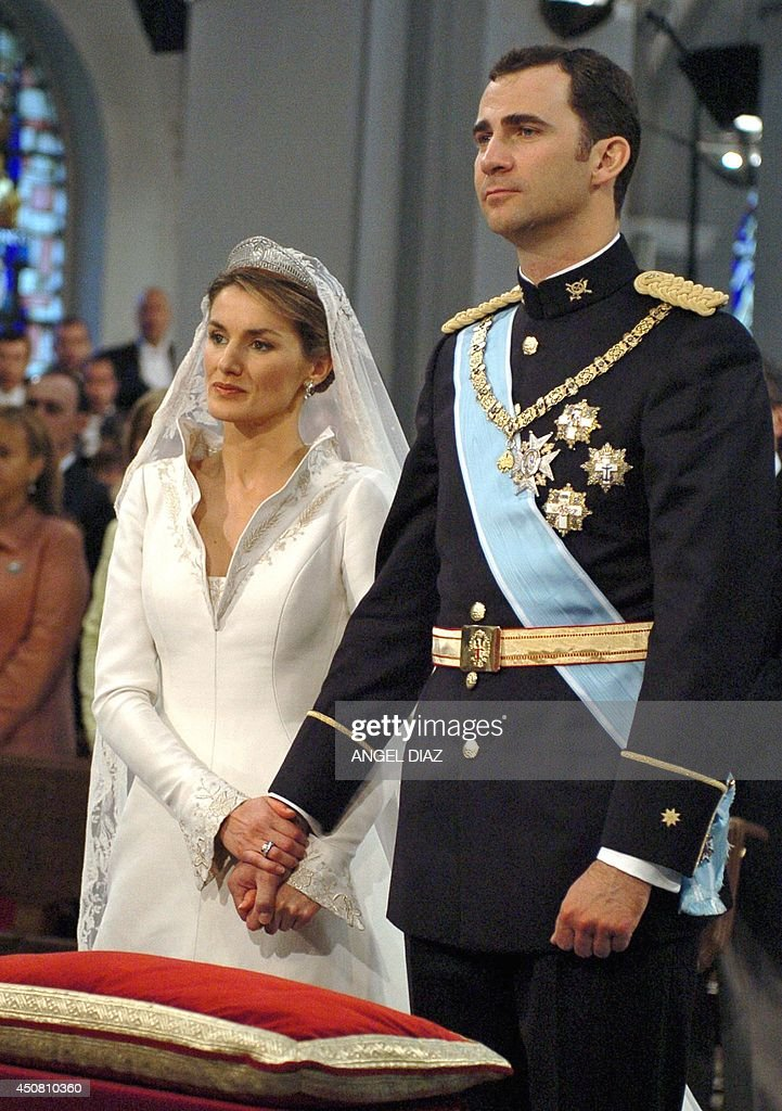Spanish Crown Prince Felipe (R) stands by his wife Princess of Asturias Letizia Ortiz at Madrid's Basilica of Atocha May 22, 2004. Spain's Crown Prince Felipe married former television presenter Letizia Ortiz on Saturday in a glittering ceremony symbolising a new dawn for Spain two months after the deadly Madrid train bombings. APH