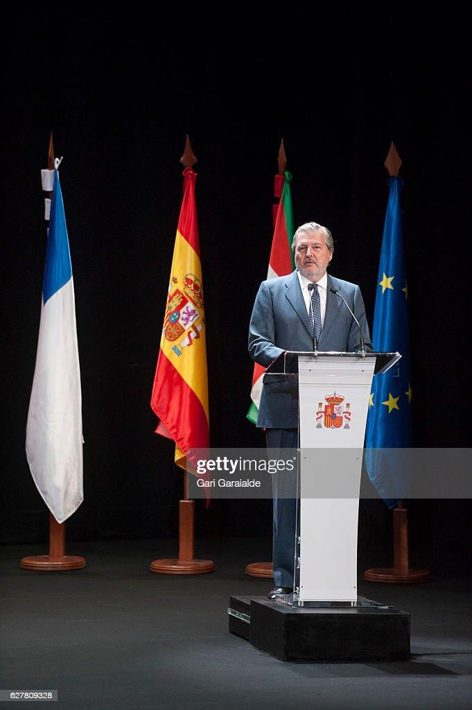 Spanish Royals Deliver Golden Medals To Merit In Fine Arts 2015