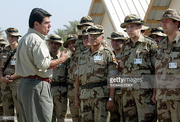 Spanish Defense Minister Federico Trillo chats with spanish soldiers during his visit to the Polish military base in Babylon the military headquarter...