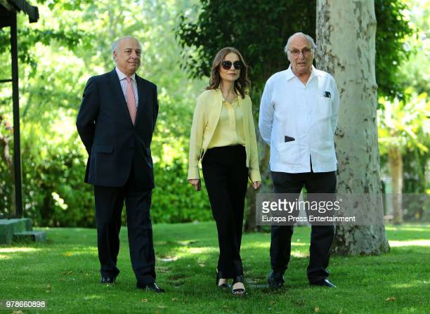 Spanish director Carlos Saura and Isabelle Huppert attend the press conference of the l Prix Dialogo 2018 For SpanishFrench Friendship at French...