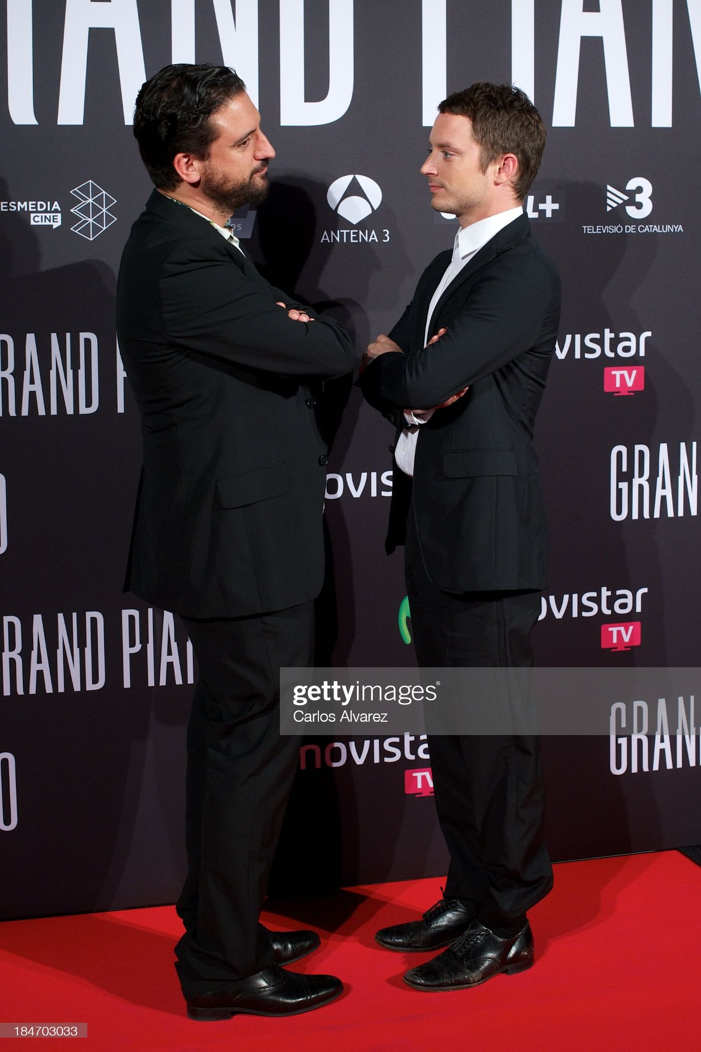 ¿Cuánto mide Eugenio Mira? - Altura Spanish-director-eugenio-mira-and-actor-elijah-wood-attend-grand-at-picture-id184703033?s=2048x2048