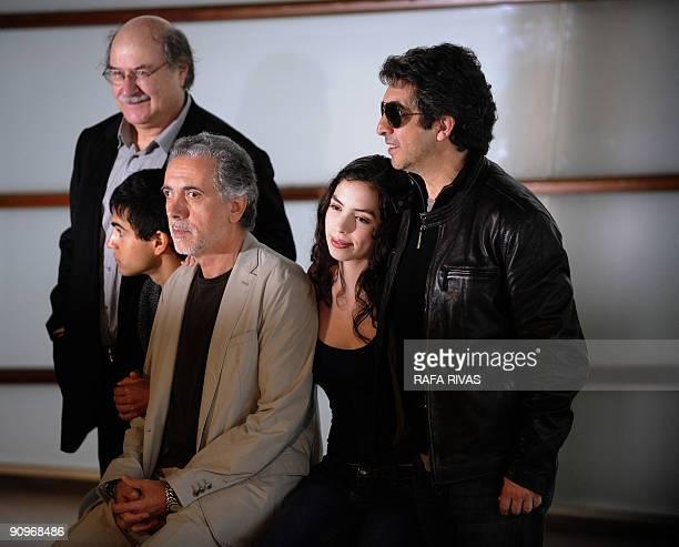 Spanish director Fernando Trueba poses with actors Abel Ayala Miranda Bodenhofer and Ricardo Darin and writer Antonio Skarmeta after the screening of...
