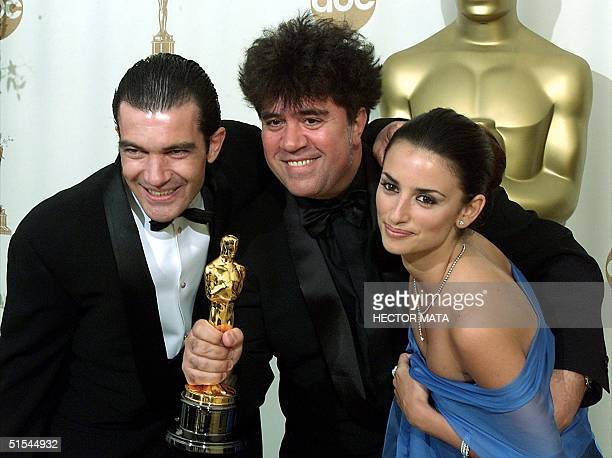 Spanish director Pedro Almodovar celebrates his Oscar for Best Foreign Language Film for 'All About My Mother' with Spanish actors Antonio Banderas...