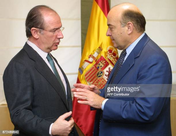 Spanish Economy Minister Rodrigo Rato chats with his Argentinian counterpart Domingo Cavallo 26 March 2001 before their meeting in Madrid Cavallo is...
