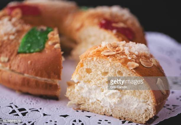 spanish epiphany cake, roscón de reyes - roscon de reyes stock pictures, royalty-free photos & images