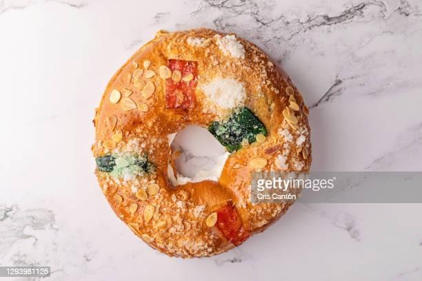 spanish epiphany cake, roscón de reyes - cris cantón photography fotografías e imágenes de stock