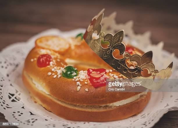 "spanish epiphany cake ""roscon de reyes"" - roscon de reyes stock pictures, royalty-free photos & images"