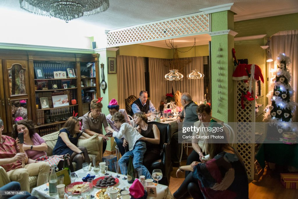 Christmas Eve In Spanish.Spanish Family Celebrating Christmas Eve At Home Stock Photo
