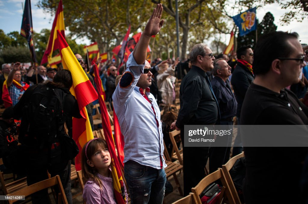 Spanish Far Right And Pro Spain Groups Participate In Demonstrations : Foto jornalística