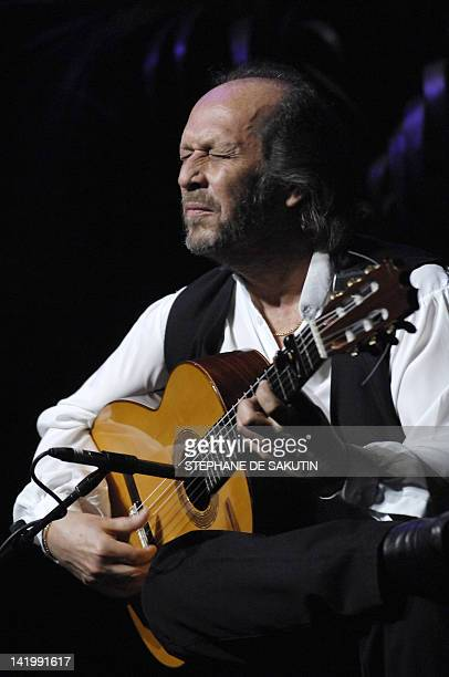 Spanish flamenco composer and guitarist Paco de Lucía performs during a concert in Paris' Grand Rex 09 March 2007 AFP PHOTO STEPHANE DE SAKUTIN