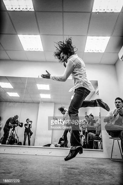 Spanish flamenco dancer Juan Montoya 'Farruquito' performs during a class in the 'Flamenco por el mundo' School in Seville on October 16 2013 in...