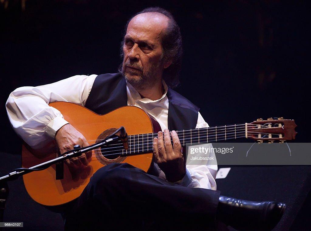Spanish flamenco guitarist Paco de Lucia performs live during a