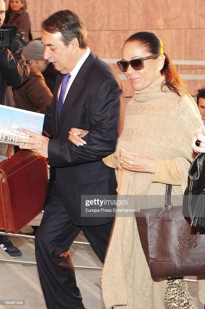 Spanish flamenco singer Isabel Pantoja arrives at Malaga court in the last day for the ongoing trial for alleged money-laundering and embezzlement on January 29, 2013 in Malaga, Spain. The 2006 scandal has put nearly 100 people on trial for alleged involvement in bribes to city officials by property developers for planning permissions.