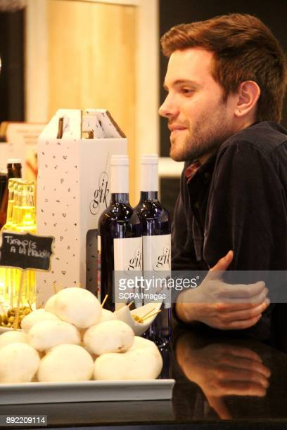 Spanish football player Aritz López seen buying a few bottles of blue wine Gik Blue Wine is the first Blue wine in the world is Produced in Bilbao...