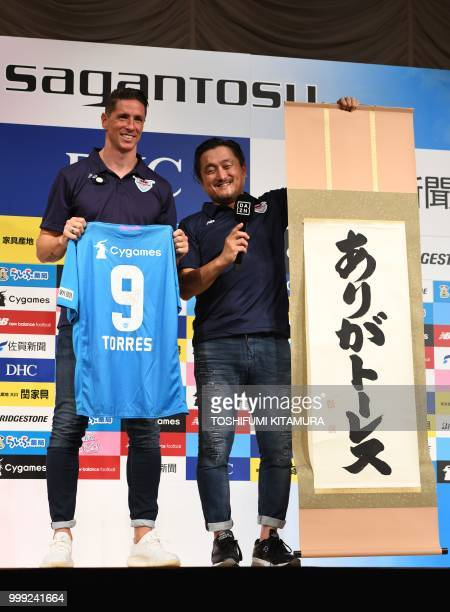Spanish football star Fernando Torres and Sagan Dreams president Minoru Takehara pose together during a press conference welcoming Torres to the...