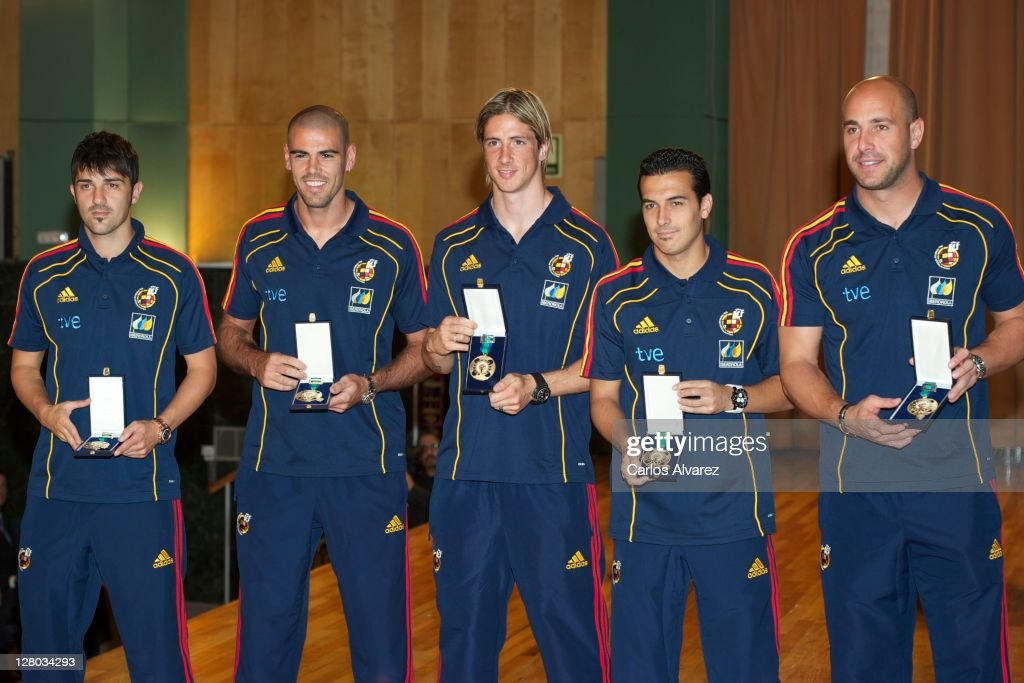 Spanish football team players David Silva, Victor Valdes, Fernando Torres, Pedro Rodriguez and Pepe Reina pose for the photographers during 'Real Orden del Merito Deportivo' awards ceremony on October 5, 2011 in Madrid, Spain.